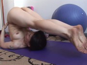 Mature Yoga Lover Enjoys A Flexible Masturbation